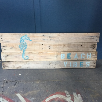 ds-palletsign-beachvibes